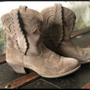 Beautiful Ariat ankle boots / booties!!